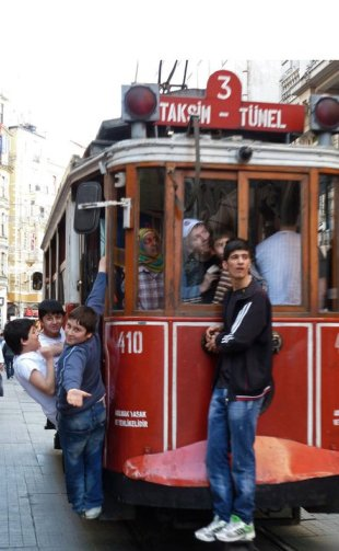 Constant motion on Istiklal Caddesi, three kilometers of buzzy Istanbul energy. © Desiree Koh