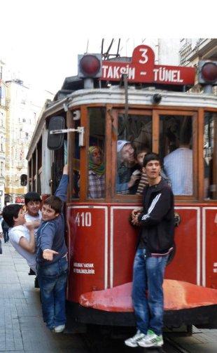 Constant motion on Istiklal Caddesi, three kilometers of buzzy Istanbul energy. © Desiree Koh